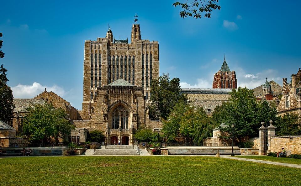 Kolegiji Harvarda i Yale-a koje možeš pohađati online – i to besplatno