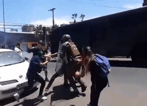 Prosvjedi protiv elitizma u Čileu: Srednjoškolci palili prijemne ispite, država ih prekinula