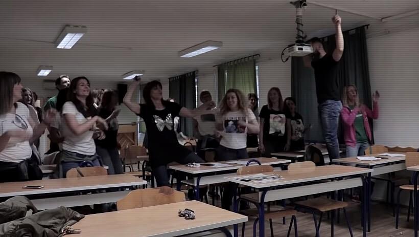 Ovakvu poruku za početak škole još niste vidjeli: Profesori iz MIOC-a zapjevali u učionici