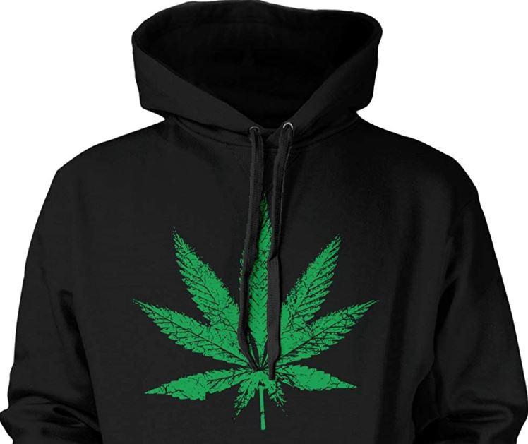 Nosio majicu na kojoj se nalazi list marihuane pa završio na sudu: Sad mora platiti kaznu