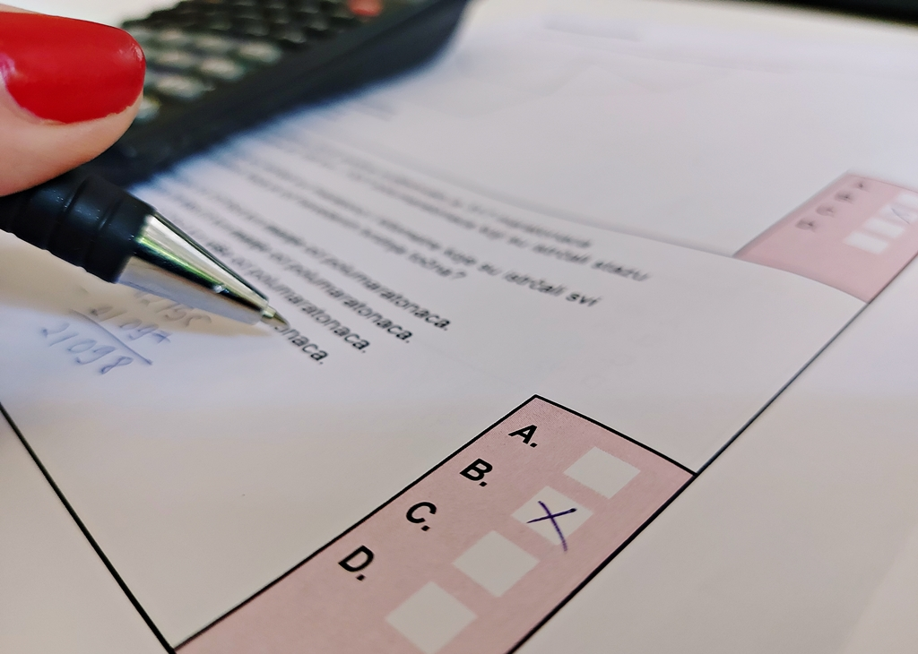 Zbog novosti na ispitu iz Matematike maturanti pokrenuli peticiju: 'Pravila su se iznenada promijenila'