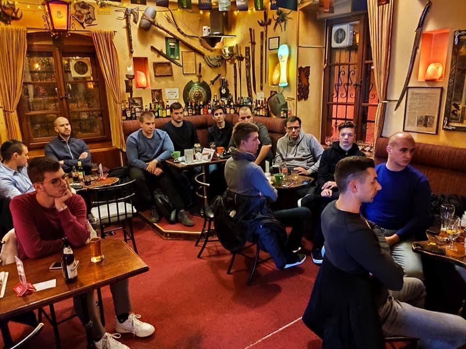 desničari u pubudesničari u pubu