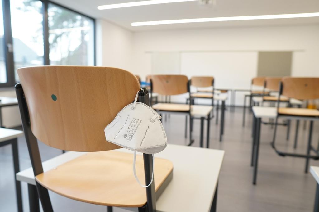 Izašle nove upute za škole: Evo što trebaju poduzeti kada se u razredu pojavi zaraženi učenik