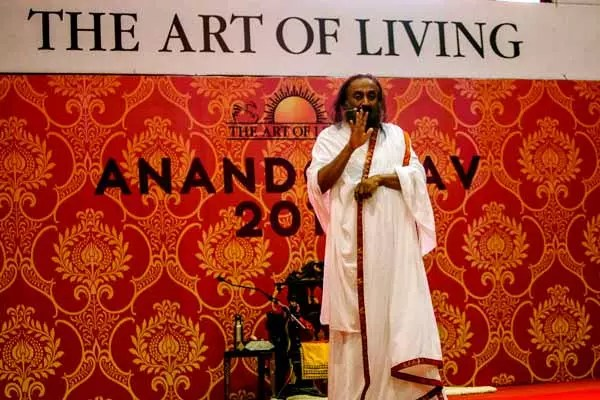 Sri Sri teaches Sudarshan Kriya online