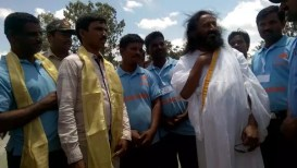 श्री श्री रवि शंकरजींनी वेदावती पुनर्जीवन (पुनरुज्जीवन) प्रकल्पाच्या जागेची पाहणी केली | Sri Sri Ravi Shankar inspects Vedavathi Rejuvenation project sites