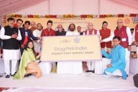 भारतातील ड्रग्सच्या समस्येविरुद्ध आर्ट ऑफ लिव्हिंगने सुरू केलेल्या अभियानाची मा. प्रधानमंत्री श्री नरेंद्र मोदींच्या कडून प्रशंसा | PM Modi Lauds The Art of Living's Initiatives To Fight The Menace of Drugs In India