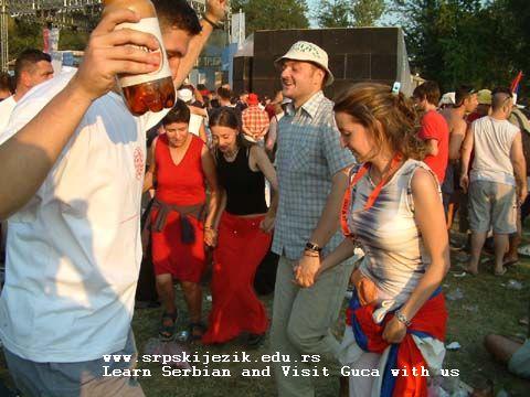 Guca festival Gucha Dragaveco : le festival des fanfares en Serbie 1