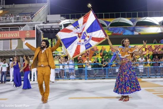 Primeiro casal de mestre-sala e porta-bandeira da União da Ilha, Phelipe Lemos e Dandara Ventapane, no ensaio técnico 2019. Foto: Justin Scott Parr