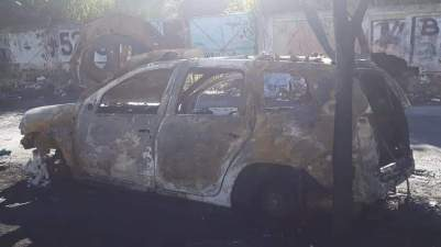 Carro de mestre Paulinho foi destruído pelas chamas. Foto: Reprodução
