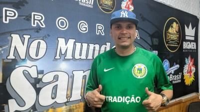 """Programa No Mundo do Samba"" recebe Léo do Cavaco. Foto: Rádio Trianon"