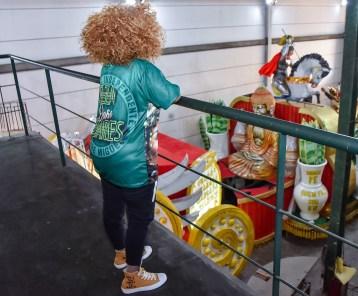 Elza Soraes no barracão da Mocidade. Foto: Divulgação