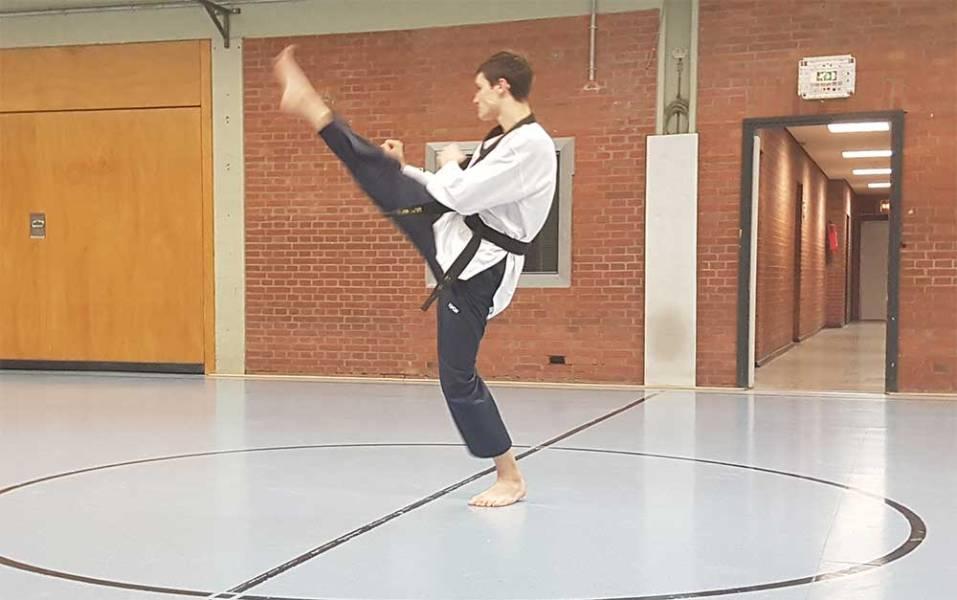 Taekwondo Kerpen: Ap Chagi