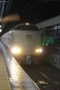 静岡駅ホームに入ってくるサンライズ瀬戸・出雲