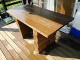 デッキのテーブルも塗りました