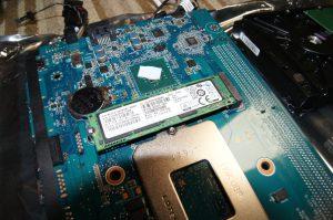 マザーボード背面のM.2 SSD