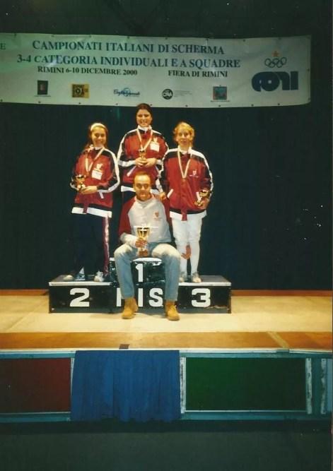 Campionati italiani di 3^ e 4^ categoria - novembre 2000 - Squadra 3^ classificata Il maestro Vincenzo Castrucci con da sx: Chiara Conti, Monia Paciucci e Gina Trombetta.