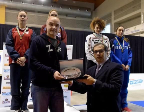 Riccione 20.02.2015 Il M°Vincenzo Castrucci premiato con il piatto della Federazione (foto BIZZI per Federscherma)