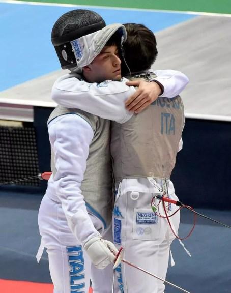 Tashkent 2 aprile 2015 - Sebastiano Bicego abbraccia Andrea Funaro al termine del match di accesso ai primi 16. (foto Bizzi per Federscherma)