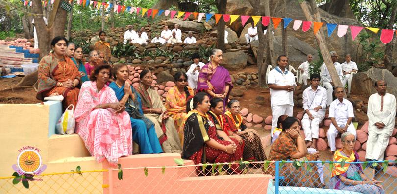 Aum Sri Sai Sadhakaanugraha Vata Vriksha Pratishtaapakaaya Namah: