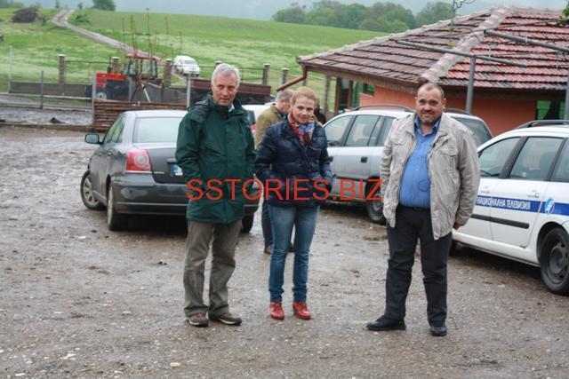 """Стоилко Апостолов с част от хората, които рабоиха по наредбата за директни доставки във ферма Круша до Берковица, която е подпомогната по """"За Балкана и хората"""""""