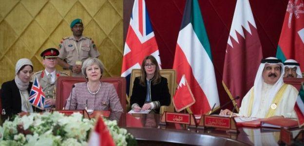 إيران تستدعي سفير بريطانيا في طهران