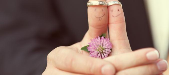فرق السن بين الزوجين وهل الزواج بين رجل و إمرأة أكبر منه سناً مشكلة؟