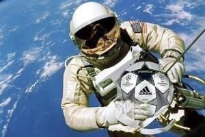 تعرف علي سر الكره التي تم العثور عليها في الفضاء