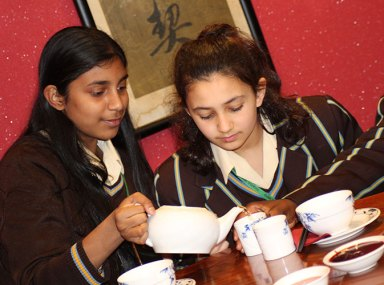 Students-from-Didcot-Girls-School-sampling-Chinese-tea