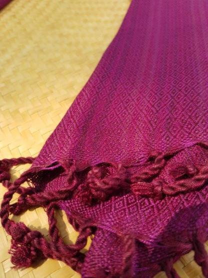donkerrode sjaal