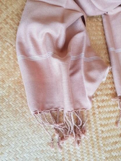 zalmroze sjaal