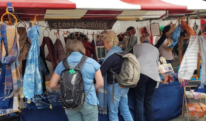 katoenen sjaals op de markt