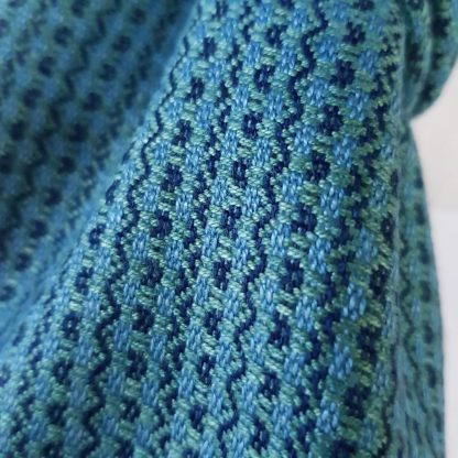 blauwgroene sjaal met zigzag blok motief