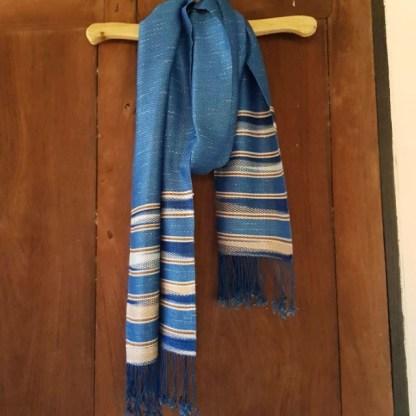 sjaal blauw, bruin en wit