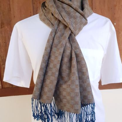 bruin blauwe sjaal met carre patroon