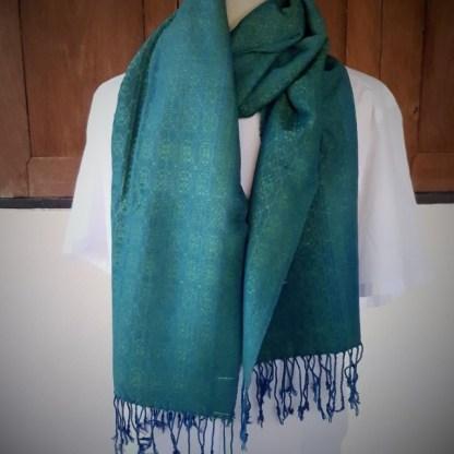 blauw groene sjaal met indigoblauw