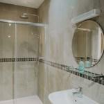 Stablewood Coastal Cottages Goosander Bathroom