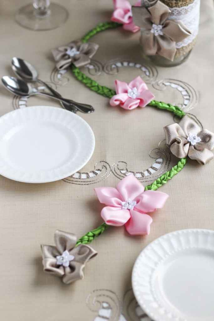 Follow my easy craft tutorial to sew beautiful flowers and attach them to a braided base!