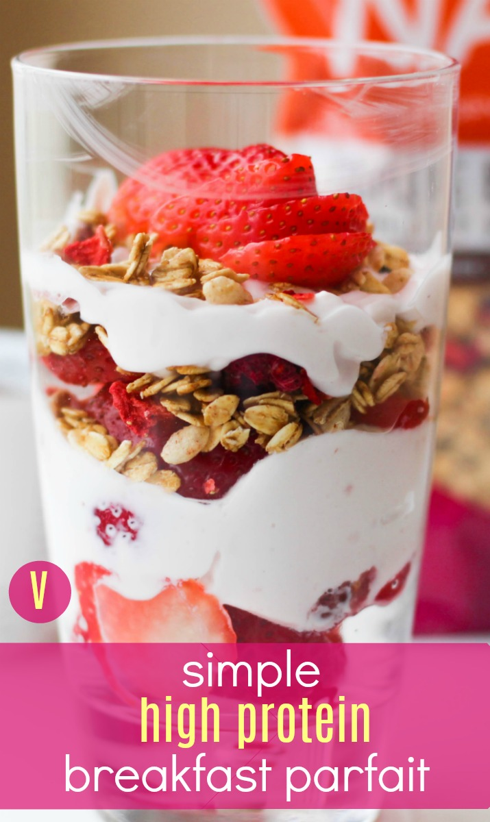 Looking for a healthy, easy breakfast parfait option? This one is high in protein (20 g) and fiber (6 g)! | High Protein Breakfast Parfait by Stacey Mattinson Nutrition
