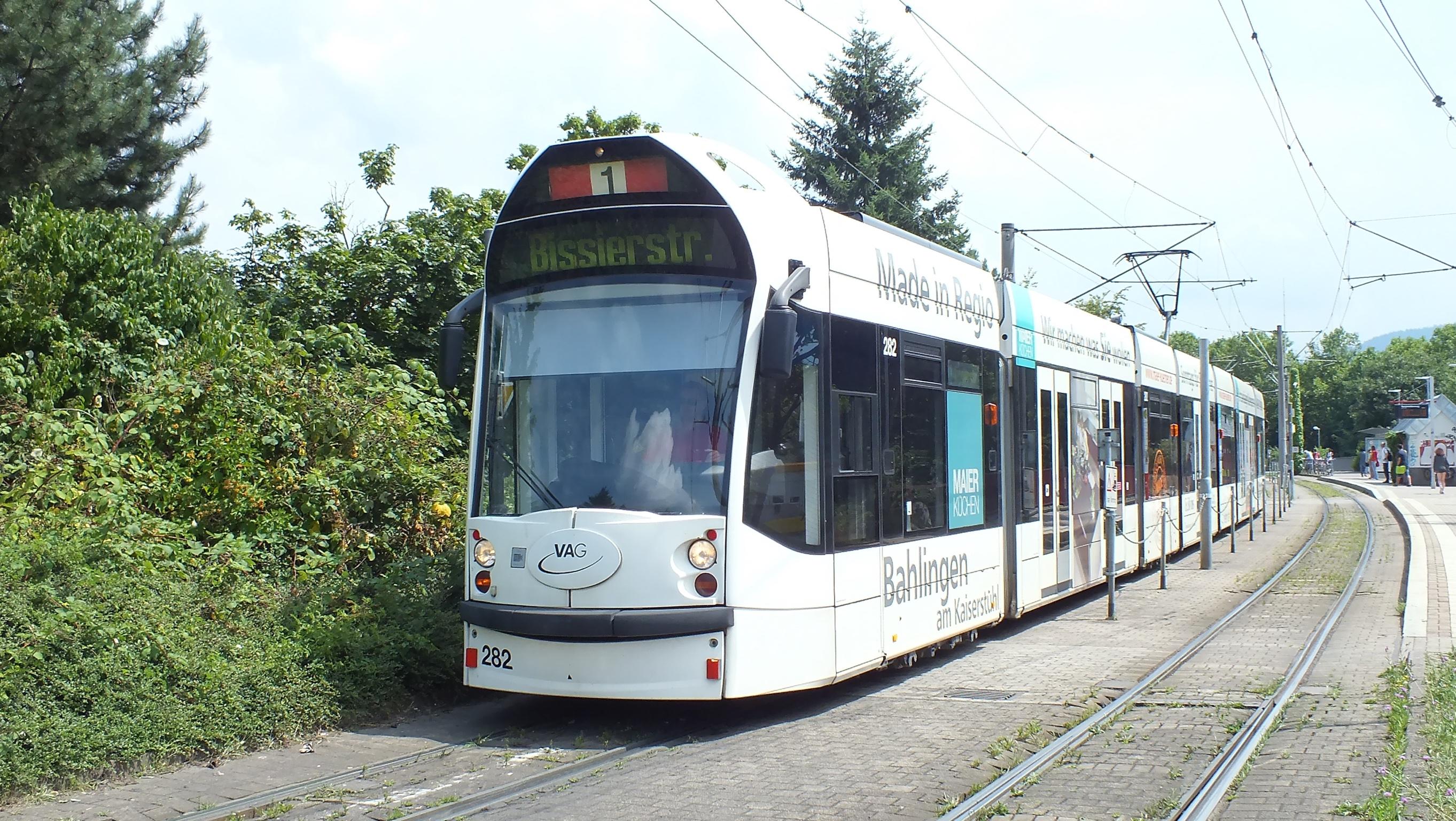 """TW 282 auf der Fahrt vom """"Runzmattenweg"""" zur aktuellen Endhaltestelle """"Bissierstraße"""""""