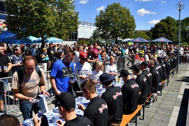 Autogrammstunde Saisoneröffnung EHC München 2016