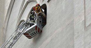 Bergung einer ohnmächtigen Touristin vom Petersturm Quelle Foto Berufsfeuerwehr München