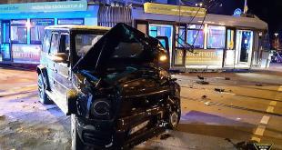 Verkehrsunfall Mercedes SUV - Trambahn Reichenbachbrücke Isarvorstadt München