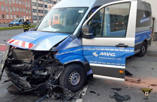 Unfallhilfswagen der MVG in Verkehrsunfall verwickelt