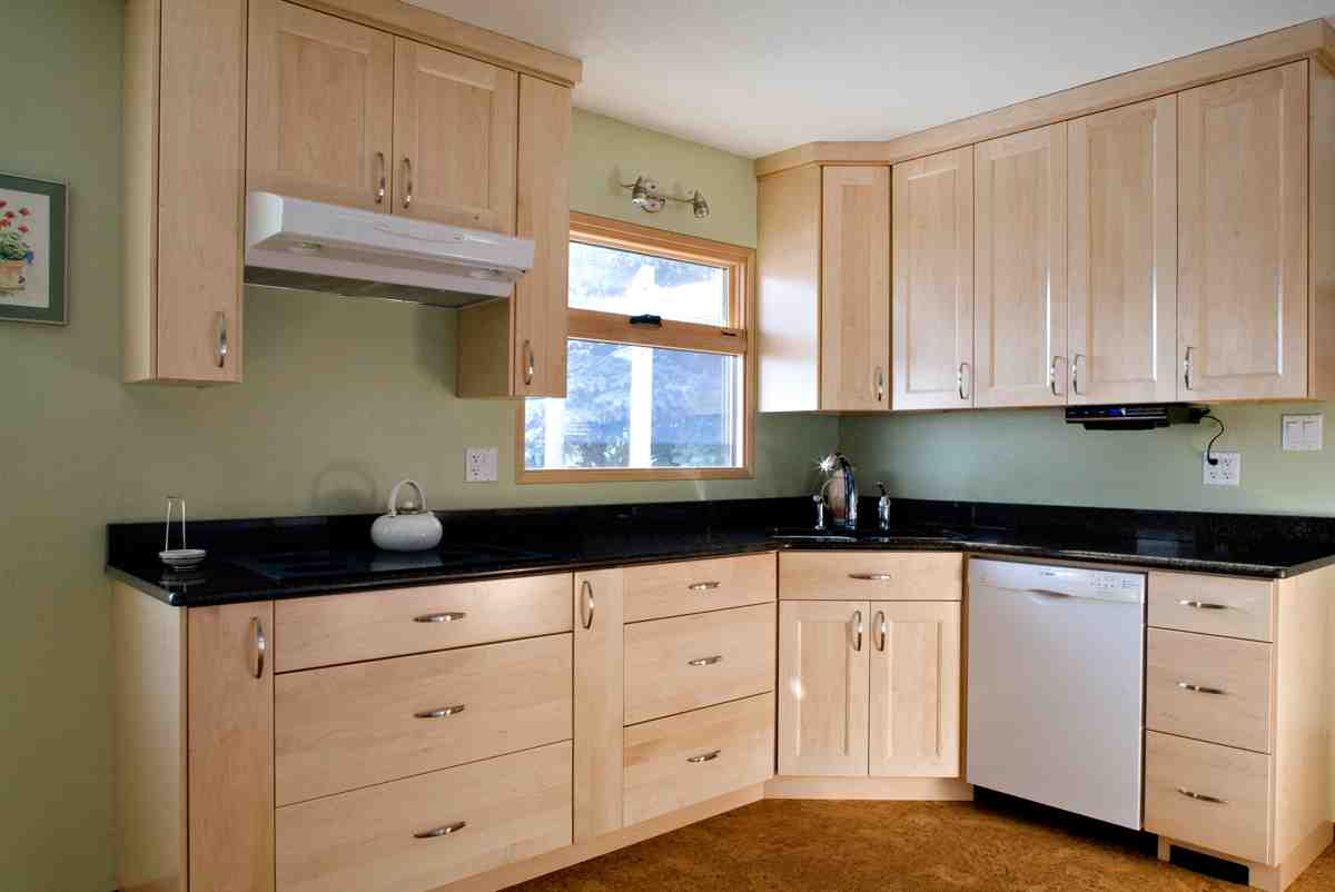 Natural Maple Kitchen Cabinets - Home Furniture Design on Maple Cabinets  id=47189