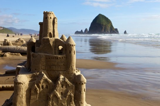 Cannon-Beach-Sand-Castle-Contest-2048x1365-1200x800
