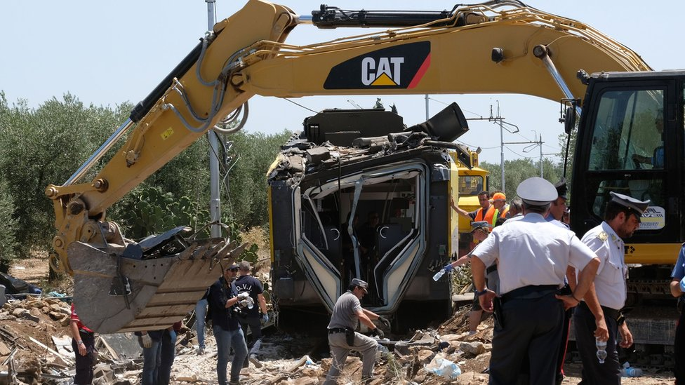 Officials inspect wreckage from train crash near Andria (13 July)