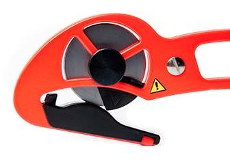 S-Cut XC-E har ett skydd för skärytan som lätt viks undan.