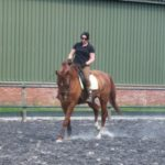 Linda met Oregon in galop tijdens dressuurtraining