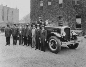 1930 05 7 - American LeFrance City Service Ladder Truck