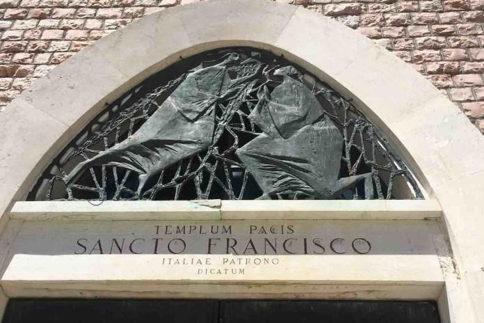 Terminillo: l'ingresso della chiesa intitolata a San Francesco